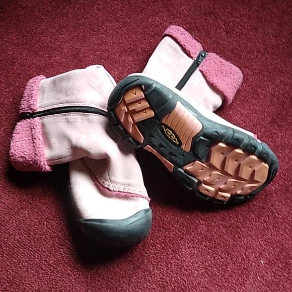 Keen women's snow boots sz 6